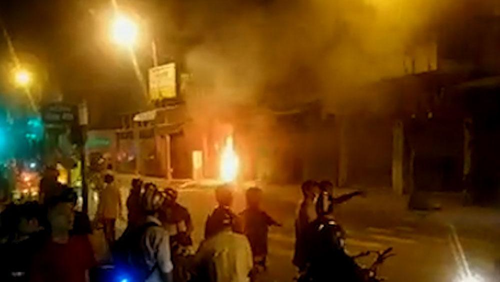 Cửa hàng bán đầu lân ở TP Hồ Chí Minh bốc cháy trong đêm
